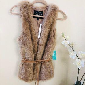 NWT Faux Fur vest Size Small